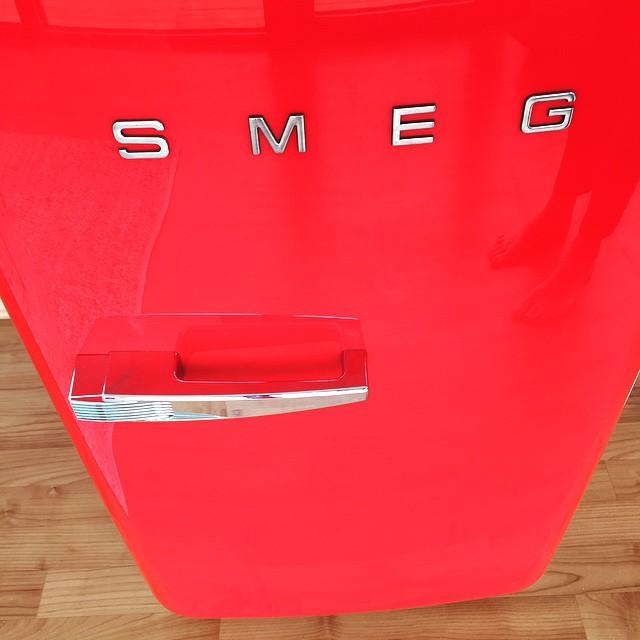 SMEG + Riksbyggen = Sant. #stylebycarola#riksbyggen#SMEG#ljusihus#västrahamnenmalmö#masttorget#nyabostäder @stylebycarola