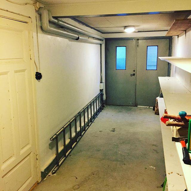 Basta Golvet I Kok Och Hall : med helkaklat badrum, ett kok, sovplats, rum och hall Golvet